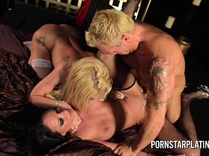 Ravishing Raven Bay and Amy Brooke have steamy threesome