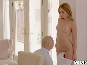 Hot blonde Daisy Stone messes with the professor's shlong