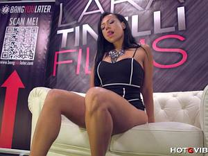 Latina Lara Tinelli squirts all over her audience