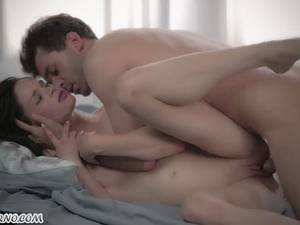 Young starlet Keisha Grey gets orzagm from anal sex