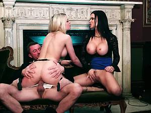 Licking his load off Tamara's ass